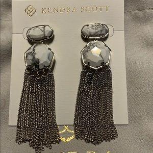 Kendra Scott Tae Earrings in Howlite and Silver